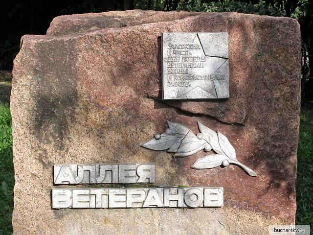 гранитная глыба будущего памятника ветеранам в Калуге